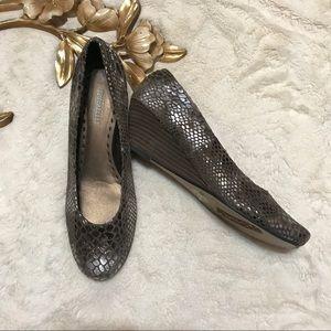 Seychelles Metallic Wedge Heel Shoes Size 8
